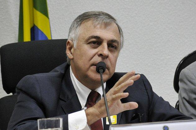 Delação premiada: única saída encontrada pelos advogados do ex-executivo da Petrobras, Paulo Roberto Costa, para reduzir suas penas.